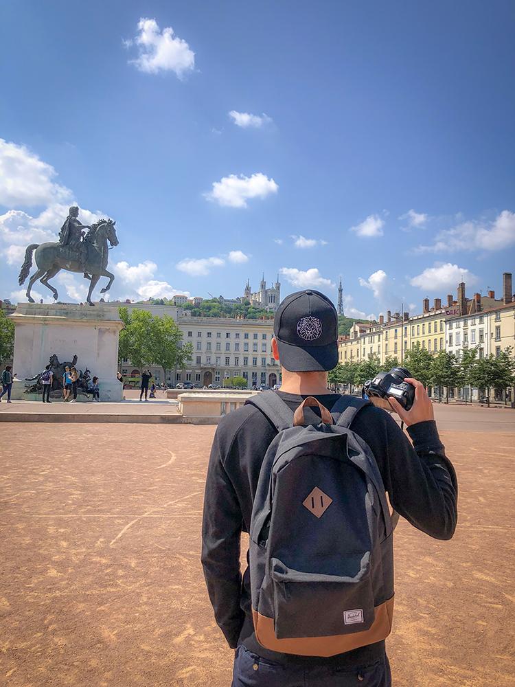 Lyon Bellecour autoportrait